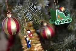 Новогодние игрушки из цветной бумаги на ёлку