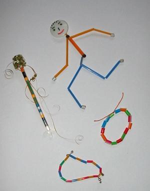 От маленьких коробочек часто скапливаются трубочки (если ребенок их не грызет), и именно из них можно сделать.