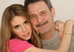 Дочь и папа пока мамы нету в дома инцес