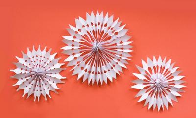 Красивые объемные снежинки из бумаги своими руками