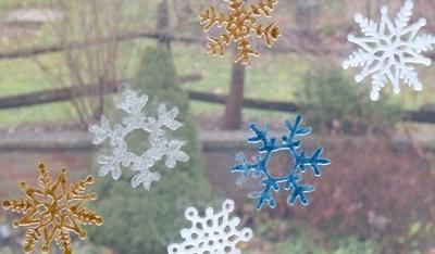 Как украсить окно перед Новым годом