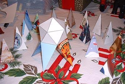 Как сделать новогодние игрушки из бумаги своими