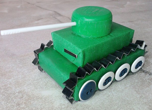 танк из спичечных коробков